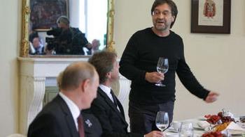 Юрий Шевчук на встрече деятелей искусства с премьер-министром. Фото с inosmi.ru