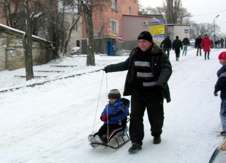 Севастопольцы радуются неожиданной кратковременной зиме.. Фото: Алла Лавриненко/Великая Эпоха/The Epoch Times