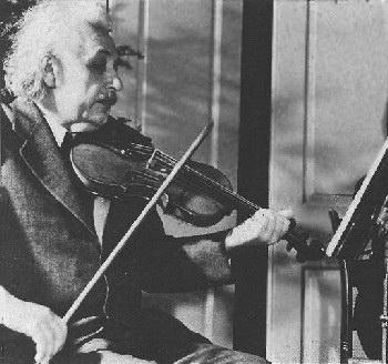 Эйнштейн со скрипкой. Фото с сайта aml.nm.ru
