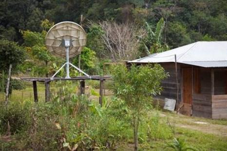 Деревня между руинами древней цивилизации майя и спутниковым телевидением. Фото: Jutta Ulmer