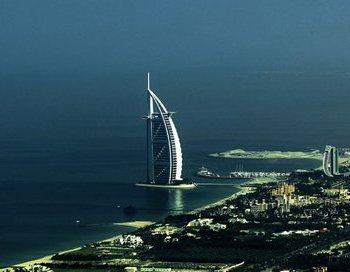 Бурдж Аль Араб, известный больше как Парус, является самым дорогим и роскошным отелем в мире. Фото: MARWAN NAAMANI/AFP/Getty Images