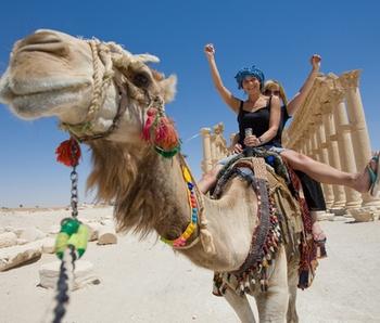 Туристы на верблюдах. Фото с сайта http://krasnodar.viasun.ru/countries/egypt/