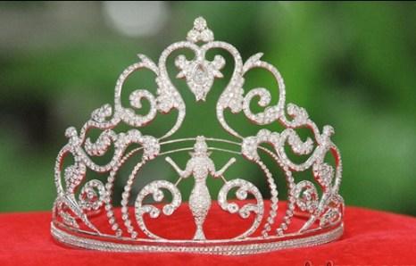 Золотая корона, которая досталась Людмиле Якимович.  Фото с media.aplus.by