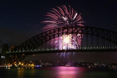 Новогодний салют  в Сиднее. Фото:  Brendon Thorne/Getty Images