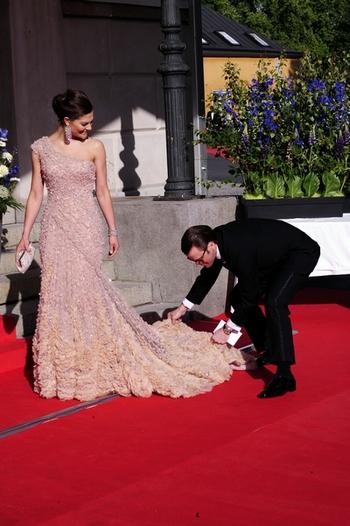 Принцесса Виктория и ее избранник.  Фото: ATTILA KISBENEDEK/AFP/Getty Images