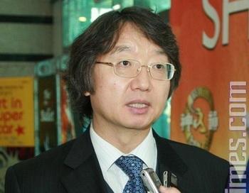Пак Юн Сеоп, бывший председатель объединения художников и деятелей культуры, был тронут представлением. Фото: Великая Эпоха (The Epoch Times)
