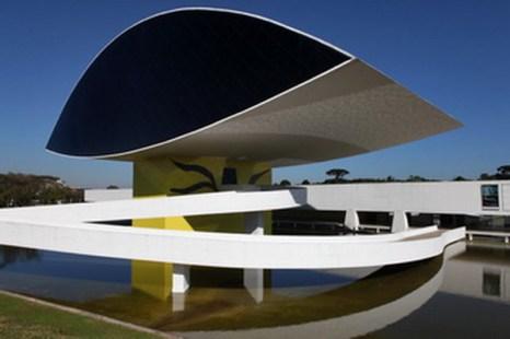 Самый  большой музей в Латинской Америке в Куритибе, столице штата Парана, Бразилия. Куритиба считается образцом городского планирования и экологической столицей Бразилии. Фото David Silverman/Getty Images