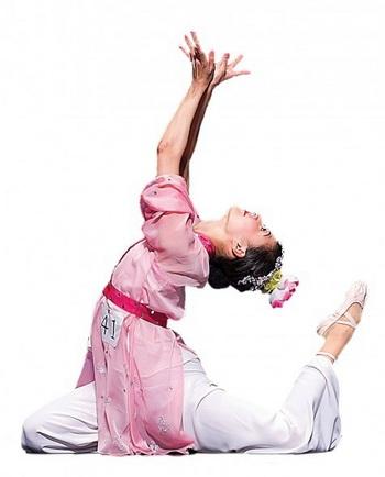 Классический китайский танец придает особое значение полной согласованности тела посредством ключевых приемов: вращений, наклонов, округлений и изгибаний.Фото: Shen Yun Performing Arts