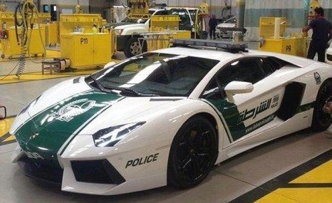 Стражи порядка в Дубае будут патрулировать на Lamborghini Aventador, сообщила полиция эмирата в четверг, 11 апреля. Фото: autoguide.com