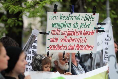 Судебный процесс против национал-социалистического подполья начался в Мюнхене, Германия 6 мая 2013 г. Фото: Joerg Koch 74176,74190,74182- Pool/Getty Images