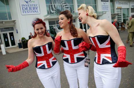 На знаменитых скачках Дерби в английском Эпсоме 31 мая – женский день. Investec Derby Festival 31 мая 2013 г. Фото: Chris Jackson/Getty Images