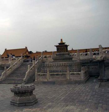 Каменные плиты площадей дворца Гугун. Фото: zhengongfu.org