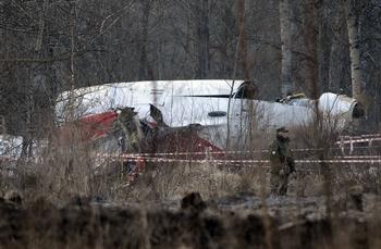 О катастрофе самолета ТУ-154 с президентом Польши. Фото:  NATALIA KOLESNIKOVA/AFP/Getty Images