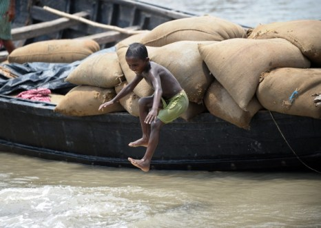 Апрель с Землей не шутит. Обзор. Фото: DESHAKALYAN CHOWDHURY/AFP/Getty Images