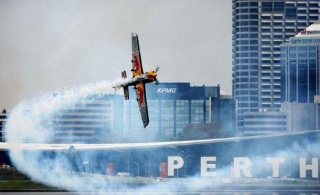 Red Bull Air Race, Австралия. Тренировочный день.  Фото: Dean Mouhtaropoulos/Getty Images