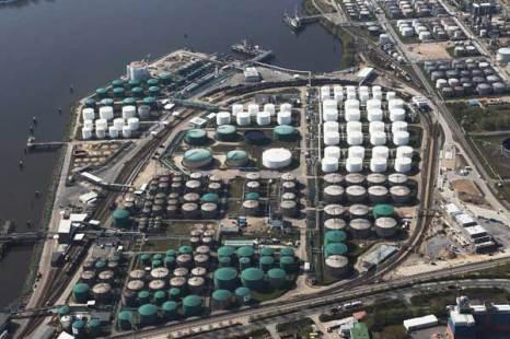 Гамбург. Нефтехранилища в гамбургской гавани. Фото: Andreas Rentz/Getty Images