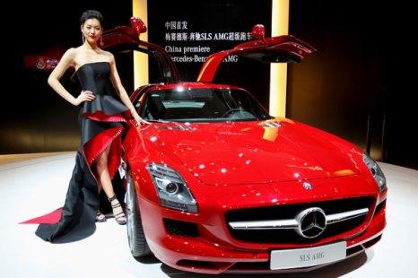 Пекин. Специальный предварительный показ для СМИ стендов автосалона Beijing Auto Show 2010. Фото: Feng Li/Getty Изображения