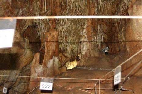 Сталактиты и сталагмиты в Петралоновой пещере. Фото: Сима Петрова/Великая Эпоха