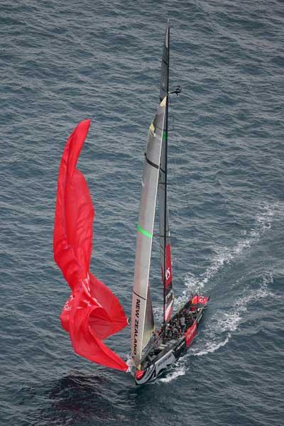 Яхты. Спуск треугольного паруса (spinnaker). Фото: Michael Steele/AFP/Getty Images