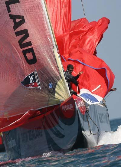 Яхты. Спуск треугольного паруса (spinnaker). Фото: JOSE JORDAN/AFP/Getty Images