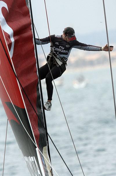 Яхтами управляют мужественные яхтсмены. Фото: JOSE JORDAN/AFP/Getty Images