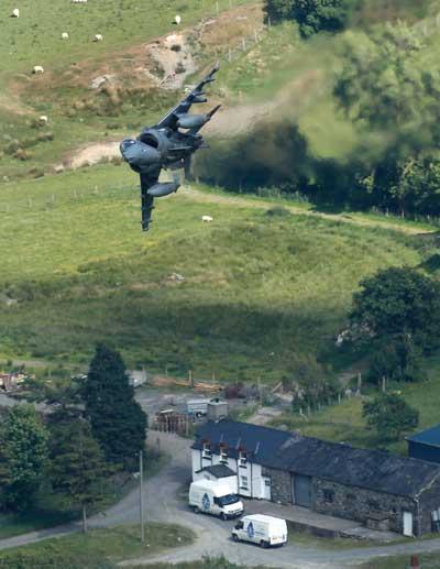 Тренировочные бреющие полеты самолетов Военно-воздушных сил Соединенного Королевства и Соединенных Штатов. Фото: Christopher Furlong/Getty Images