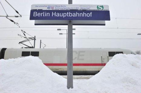 Занесенная снегом Германия. Фото: Sean Gallup/Getty Images
