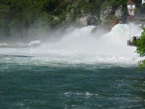 Рейнский водопад в Швейцарии. Фото: Николай Богатырев