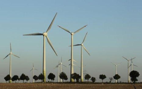 Ветряные турбины около Биттерфелда, Германия.  Фото: Andreas Rentz/Getty Images