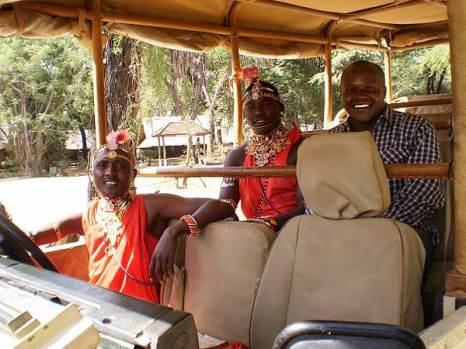 Автор фото Луис Оньони с местными жителями. Фото: Луис Оньони, Кения