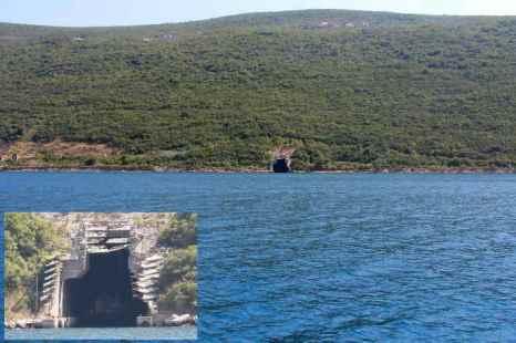 Уже недействующий вход для подводных лодок. Фото: Сергей Лучезарный/Великая Эпоха (The Epoch Times)