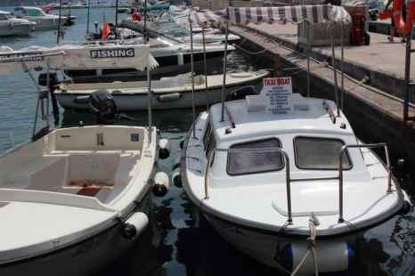 Водное такси предлагает однодневные экскурсии. Для любителей рыбалки есть возможность арендовать лодку для ловли рыбы в прибрежных водах. Фото: Сергей Лучезарный/Великая Эпоха (The Epoch Times)