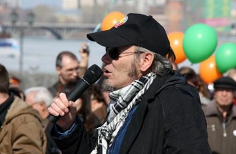 10 апреля в центре Екатеринбурга прошел крупный мирный митинг горожан, возражающих против строительства еще одного православного храма в центре города, на площади Труда. Фото: ura.ru