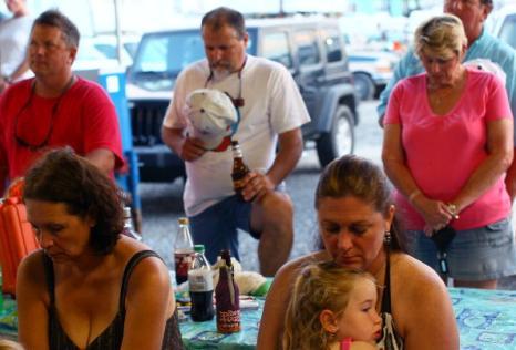 Экологическая катастрофа. Разлив нефти в Мексиканском заливе называют «американским Чернобылем». С отказом BP остановить поток нефти, жители побережья Мексиканского залива становятся все более и более расстроенными. Фоторепортаж. Фото: Win McNamee/Getty Images