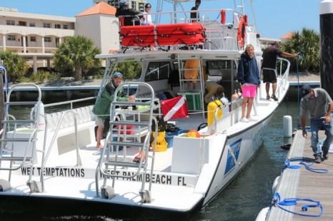 Новенький Wet Temptations, принадлежащий инструктору подводного плавания Даниэлю Масиасу, у причала в North Palm Beach Marina. Фото: Myriam Moran