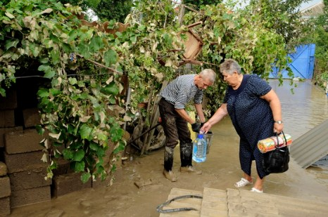 Фоторепортаж о последствиях наводнения в Краснодарском крае. Фото: MIKHAIL MORDASOV/AFP/Getty Images