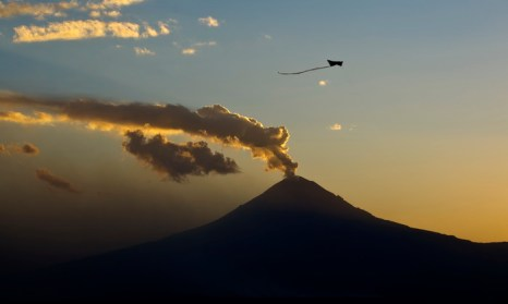 Извержение вулкана. Фото: Ronaldo Schemidt/AFP/Getty Images