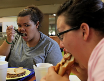 Жир откладывается на талии через три часа после приёма пищи. Фото: Justin Sillivan/Getty Images News