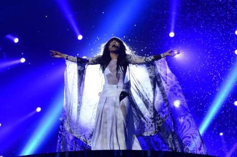 Шведская певица и последний победитель Лорин в финале «Евровидения-2013». Фото: JOHN MACDOUGALL/AFP/Getty Images