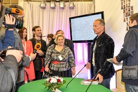 Михаил Задорнов даёт интервью телеканалу RenTV и отвечает на вопросы участников конференции. Фото: Ульяна Ким/Великая Эпоха (The Epoch Times)
