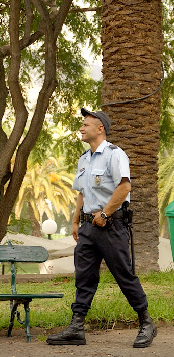 У полицейских на Мадейре не много работы. Парк в Фуншале. Фото: Сима Петрова/Великая Эпоха (The Epoch Times)