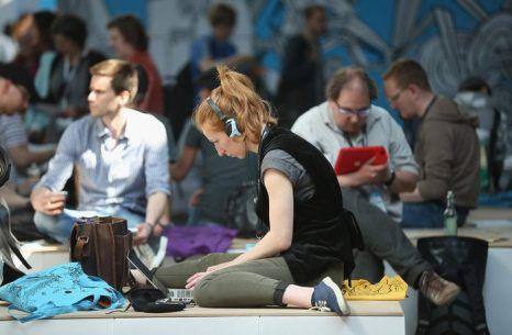 Интернет-конференция Re:publica 13 началась в Берлине, в здании бывшего Дрезденского вокзала 6 мая 2013 г. Фото: Sean Gallup/Getty Images