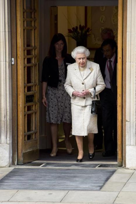 Королева Елизавета II посетила мужа в больнице на его 92-летие. Фото: Ben A. Pruchnie/Getty Images