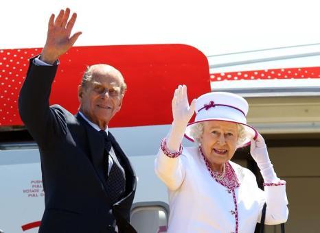 Принц Филипп и Елизавета II 29 октяюря 2011 года. Фото: Paul Kane-Pool/Getty Images