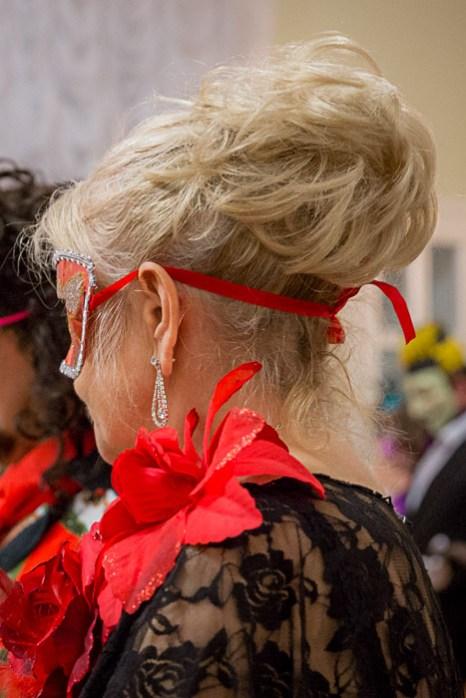 Причёски участниц бала-маскарада в Рязани. 14 декабря 2013г. Фото: Сергей Лучезарный/Великая Эпоха (The Epoch Times)