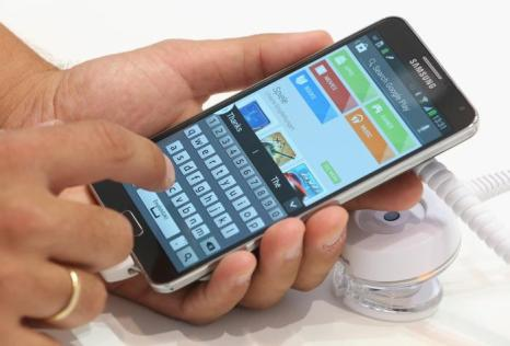 Сматфон Samsung Galaxy Note 3 на открывшейся 53-й международной выставке бытовой электроники IFA 2013 в Берлине 5 сентября 2013 года. Фото: Sean Gallup/Getty Images