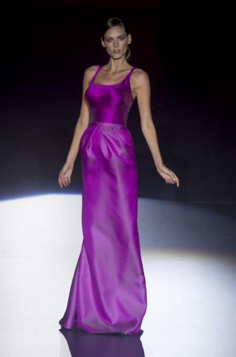 Модный испанский бренд Hannibal Laguna представил коллекцию роскошных вечерних платьев 2014 на Неделе моды в Мадриде 15 сентября 2013 года. Фото: Eduardo Parra/Getty Images