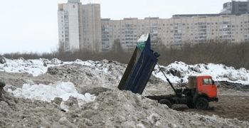 Токсичный снег начал загрязнять Финский залив. Фото предоставлено пресс-службой Санкт-Петербургского отделения Гринпис