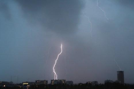 Гроза и сильный ветер в Москве стали причиной ранений девяти человек. Фото с сайта rouma-hum.ru