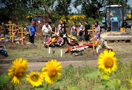 Похороны жертв наводнения в Крымске. Фото:  MIKHAIL MORDASOV/AFP/GettyImages